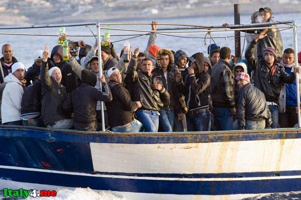 Лампедуза море лодка иммигранты