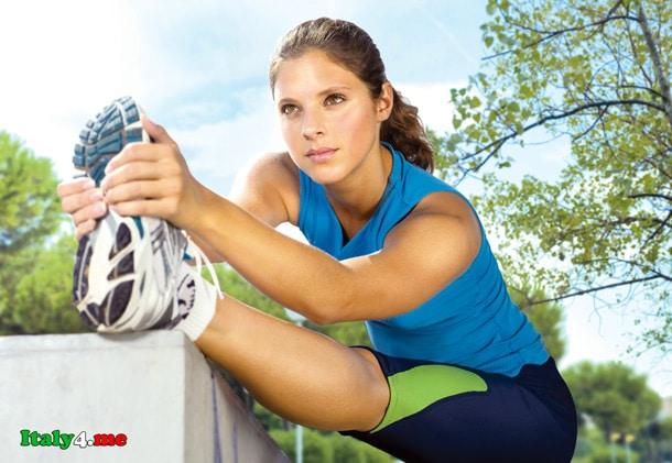 итальянская девушка занимается спортом