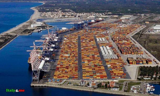 порт в Италии Gioia Tauro