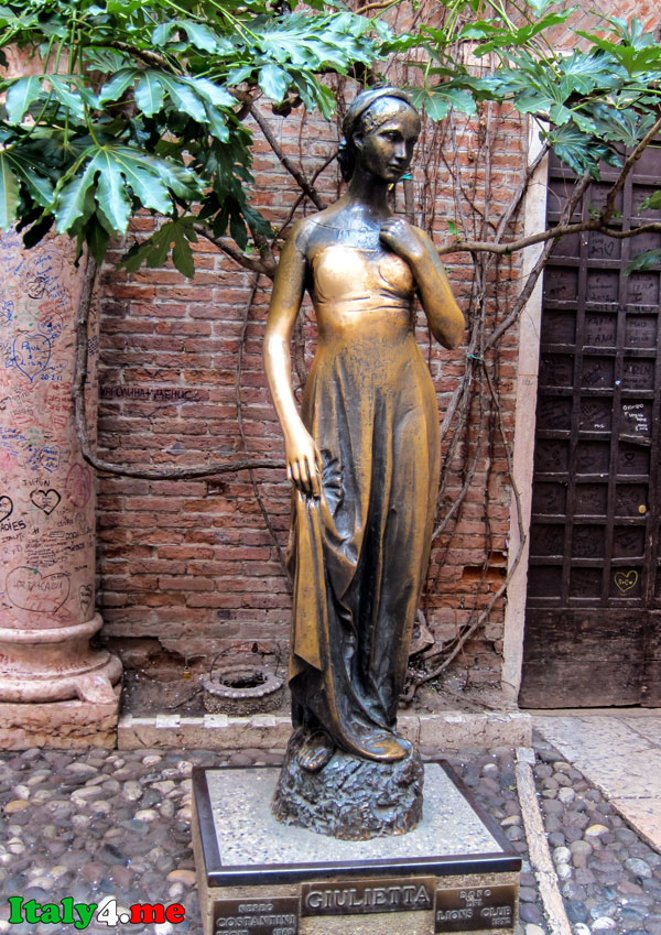 памятник Джульетте в Вероне