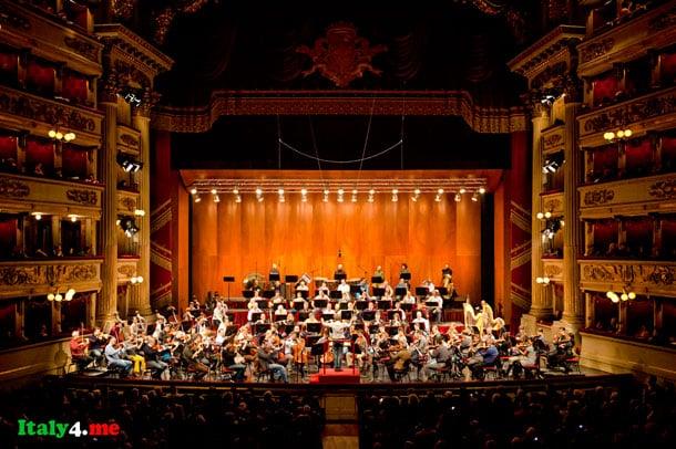 сцена малого театра в Милане