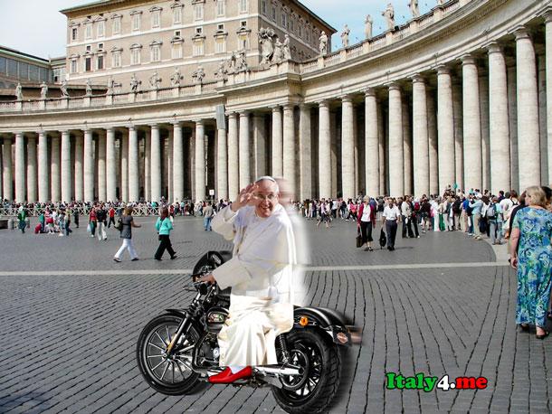 папа римский на мотоцикле в Ватикане