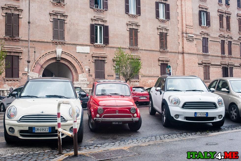 автомобили в Риме парковка Mini