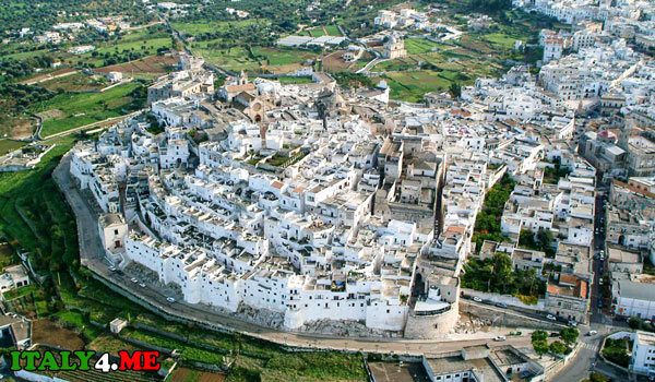 Остуни белый город в Италии