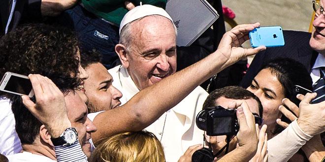 Папа Франциск в толпе