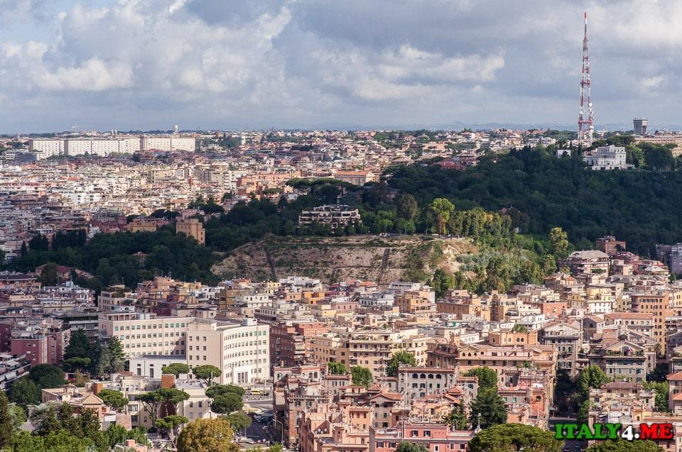 Вид на холмы Рима с купола собора святого Петра в Ватикане