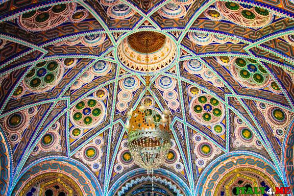 потолок Замка Саммеццано в Тоскане