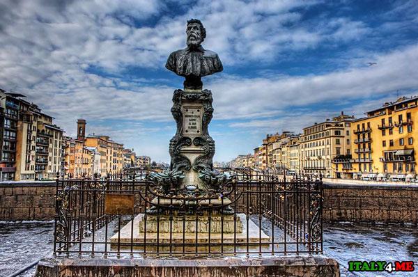 Benvenuto Cellini статуя на мосту Понте Веккьо замочки влюбленных