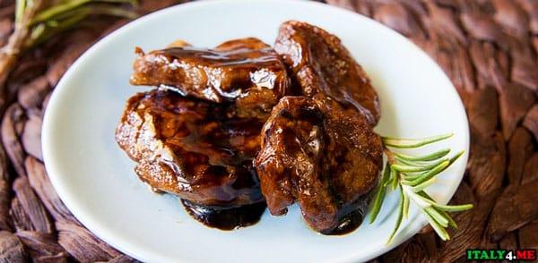 Бальзамический уксус с мясным блюдом