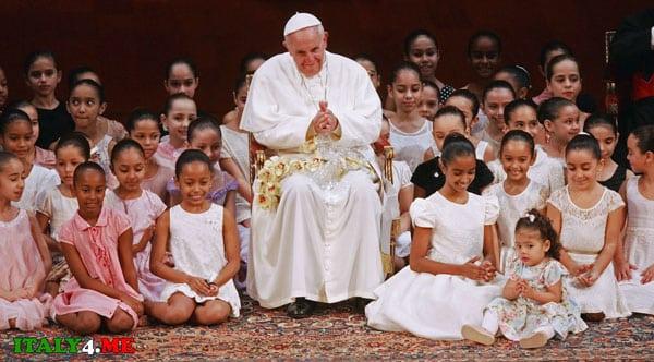 Папа Римский и бразильские дети
