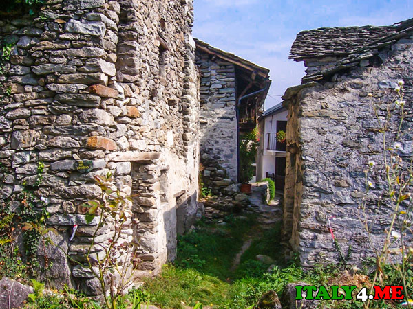 деревня-в-Италии-альпы-Calsazio