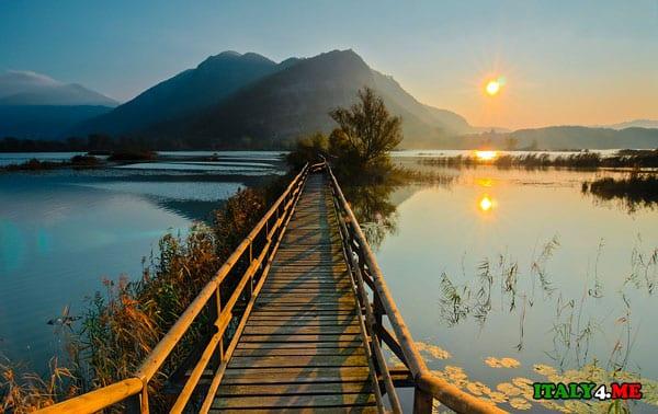 Озеро Изео фото на закате