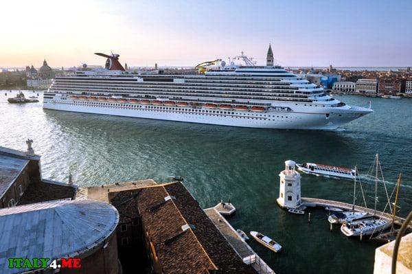 круизный-корабль-в-Венеции-4