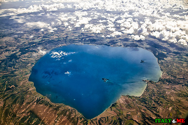 Озеро-Больсена-с-высоты-птичьего-полета