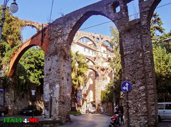 Фрагменты древнего водопровода в Салерно