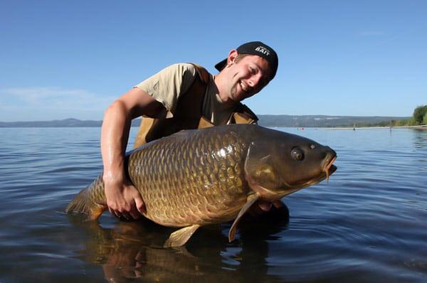 рыбак улов озеро Больсена Италия