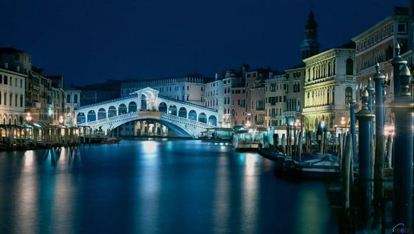 мост Риальто ночью