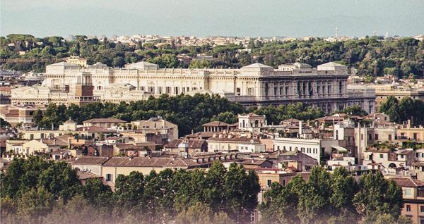 Вид на дворец Правосудия в Риме с холма Яникул