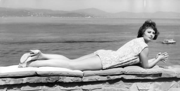 Софи Лорен на набережной Неаполя