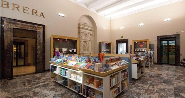 сувенирный книжный магазин в пинакотеке Брера