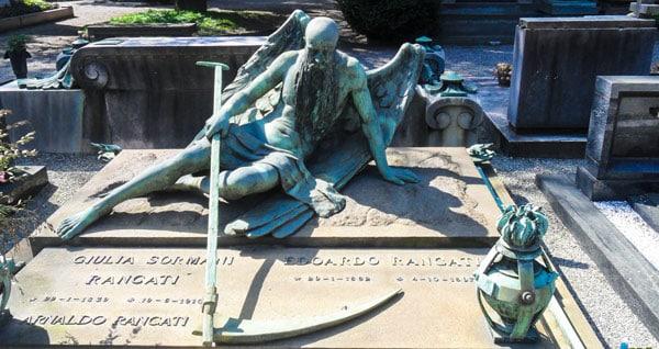 Монументальное кладбище в Милане надгробия