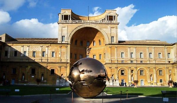 Сфера внутри сферы (Sfera con sfera) в Ватикане