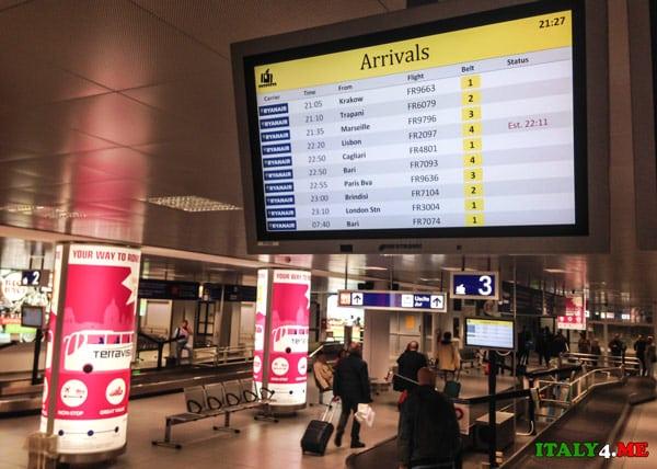 Табло прилетов аэропорт Чампино в Риме