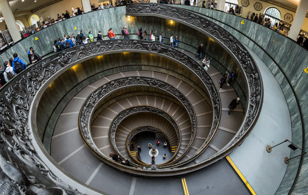 винтовая лестница музеи Апостольского дворца в Ватикане