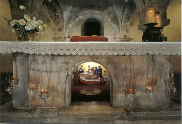 Гробница в храме св. Николаю Чудотворцу в Бари