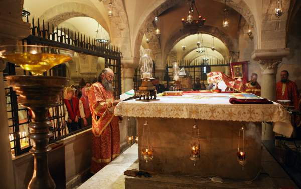 Служба в храме св. Николая в Бари