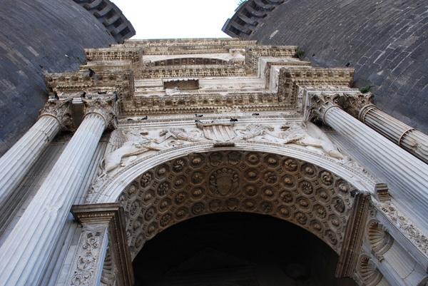 Кастель Нуово - Триумфальная арка