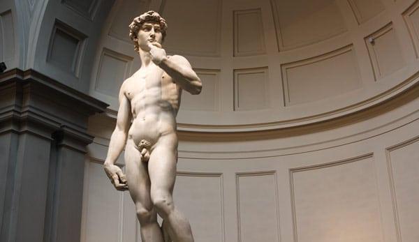 статуя Давида в галерее Академии во Флоренции