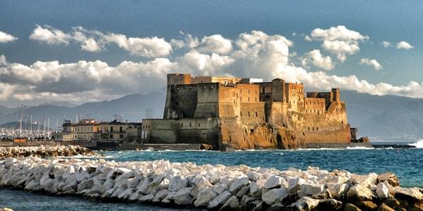 Кастель-дель-Ово в Неаполе