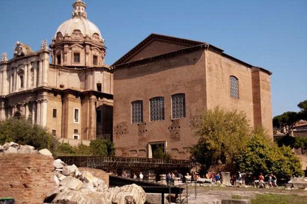 Римский форум - Курия Юлия
