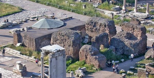 Римский форум - Храм Цезаря
