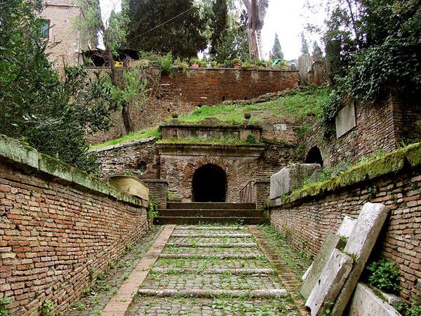 Аппиева дорога в Риме - Гробница Сципионов