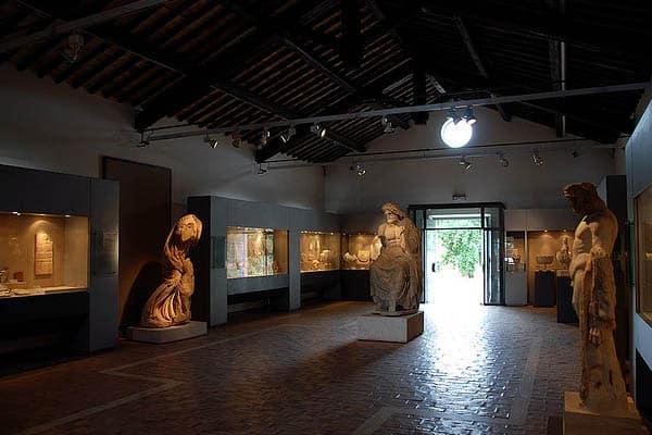 Аппиева дорога в Риме - Экспонаты Виллы Квинтилиев