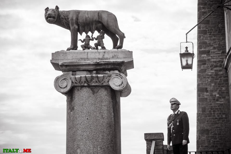 Копия капитолийской волчицы в мэрии Рима