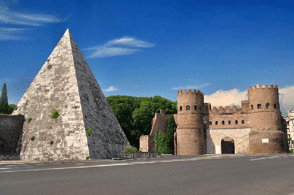 Стена Аврелиана в Риме - Пирамида Цестия