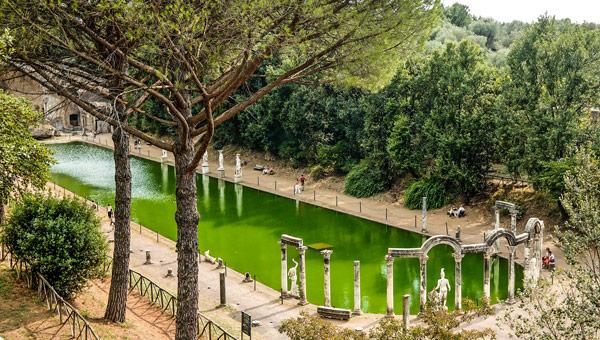 Канопа – пруд размерами около 100 на 20 м на вилле Адриана