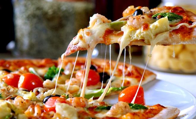 Хрустящая ароматная пицца capricciosa