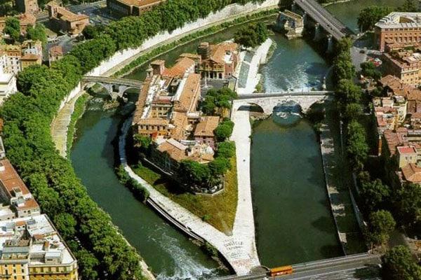 Остров Тиберина в Риме - Вид сверху