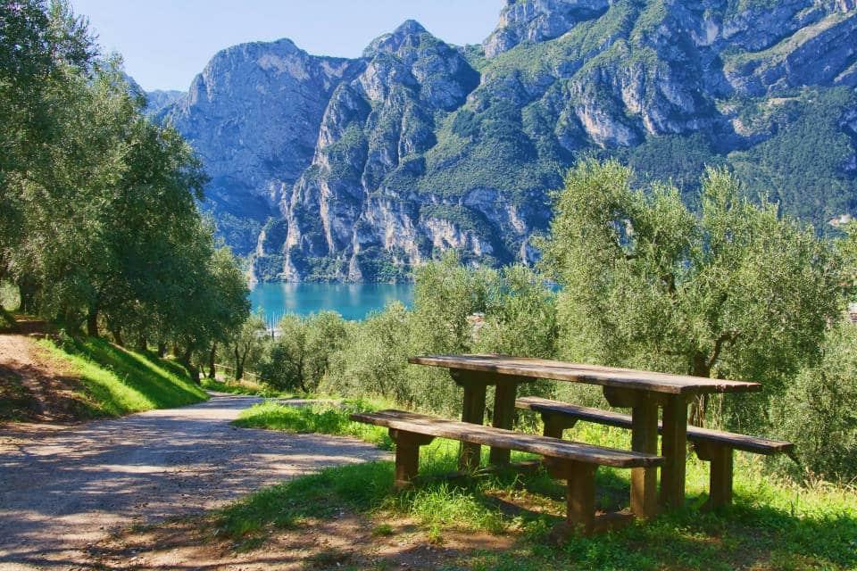 Горы вокруг озера Гарда