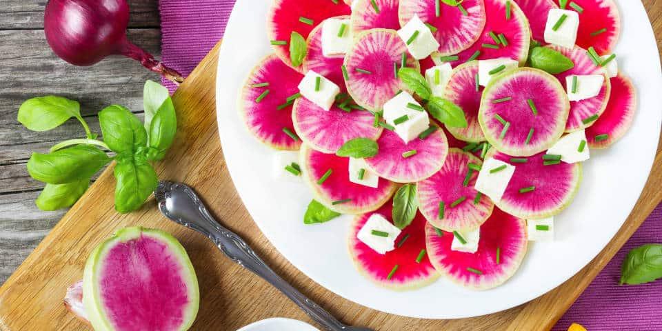 Салат из редиски и моцареллы
