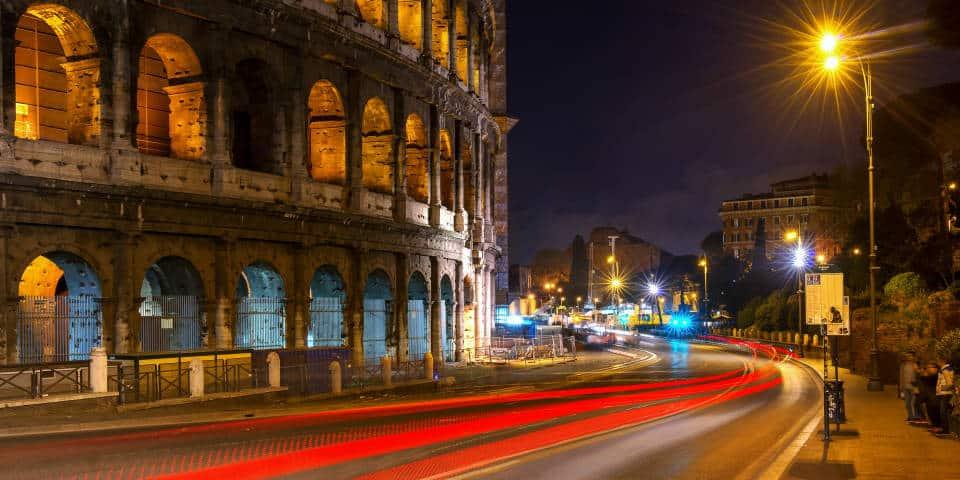 Колизей в Риме ночью