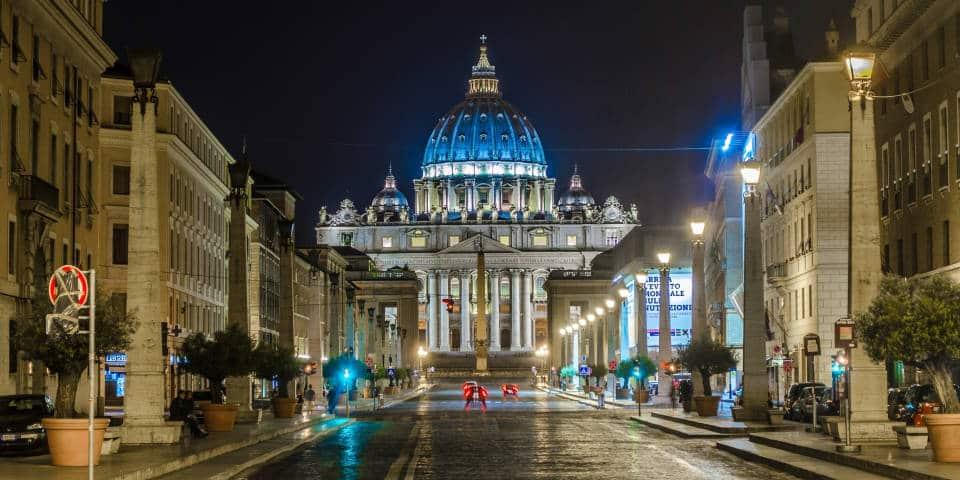 Ватикан ночью
