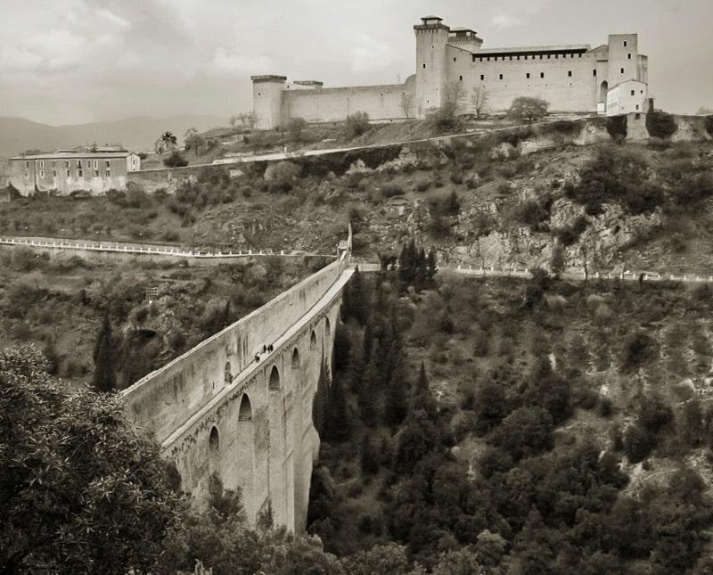 Мост в Сполето соорудили как акведук в конце 12 века