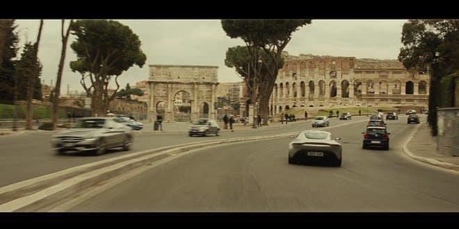 Джеймс Бонд в Риме у Колизея