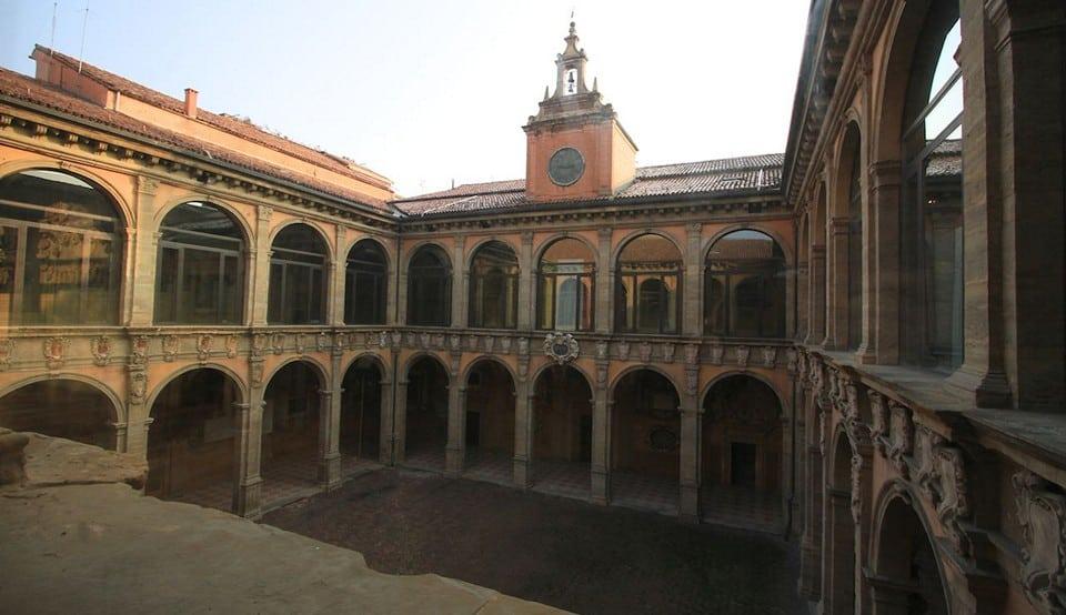 bologna-palazzo-dellarchiginnasio_cr