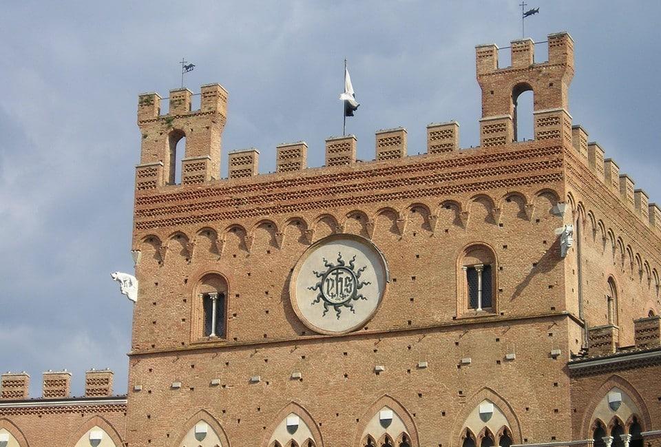 Палаццо Комунале на пьяцца Маджоре в Болонье